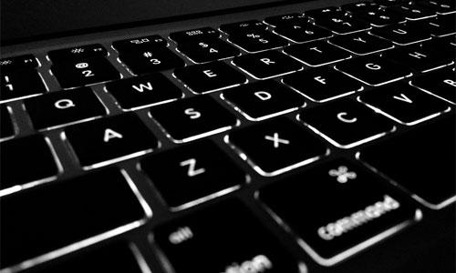 4 parasta tietokonetta online pokerille Razor Blade - 4 parasta tietokonetta online-pokerille