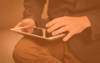 4-parasta-tietokonetta-online-pokerille-työskentelevät-iPadilla