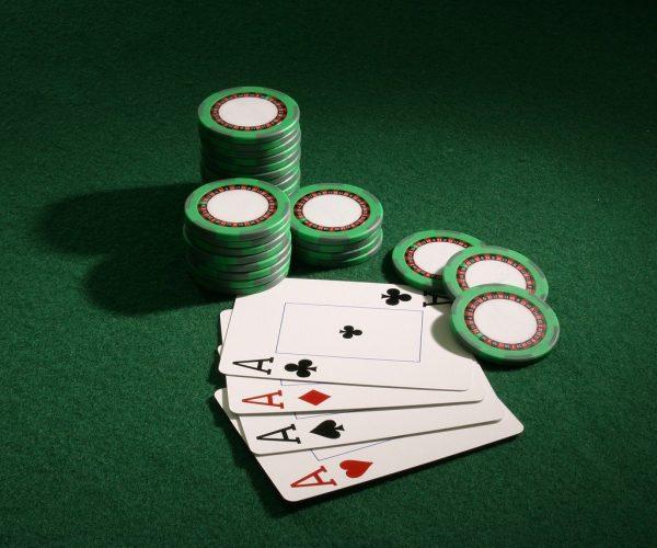 axes 5005087 1280 600x500 - Mikä on Live Broker Casinon vedonlyönti?